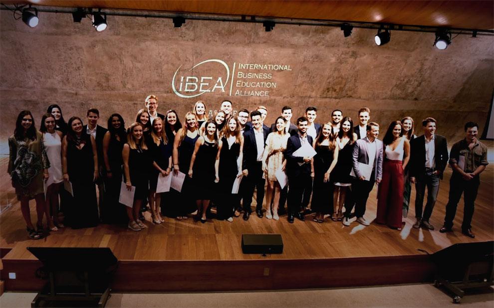 Programa International Business Education Alliance forma primeira turma