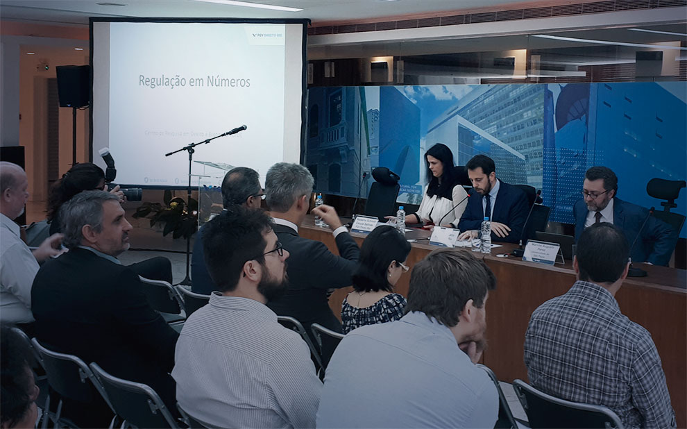 First seminar of the Regulation in Numbers project gathers field experts in Rio