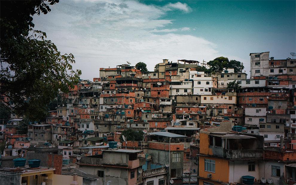 Livro 'Favela: quarenta anos de transformações no Rio de Janeiro' ganha versão em português