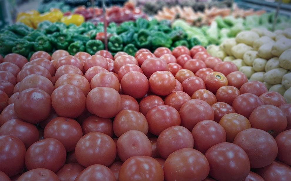 Com famílias em quarentena, alimentos sobem em março de 2020