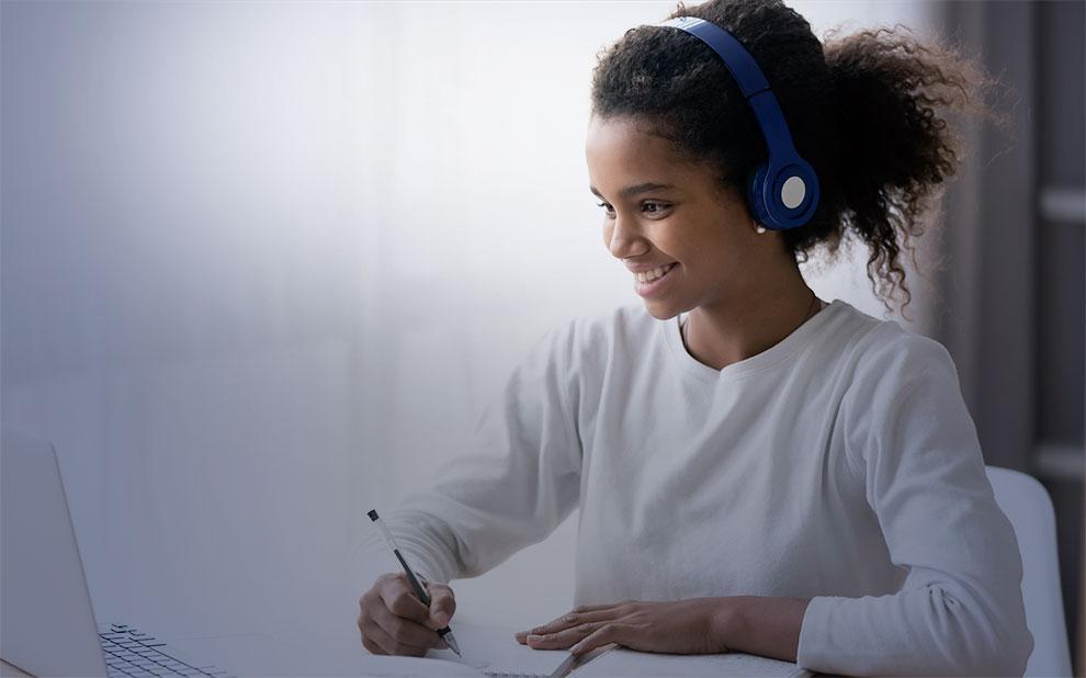 FGV oferece capacitação gratuita a professores de ensino médio de todo Brasil sobre técnicas de comunicação para aulas online e ao vivo