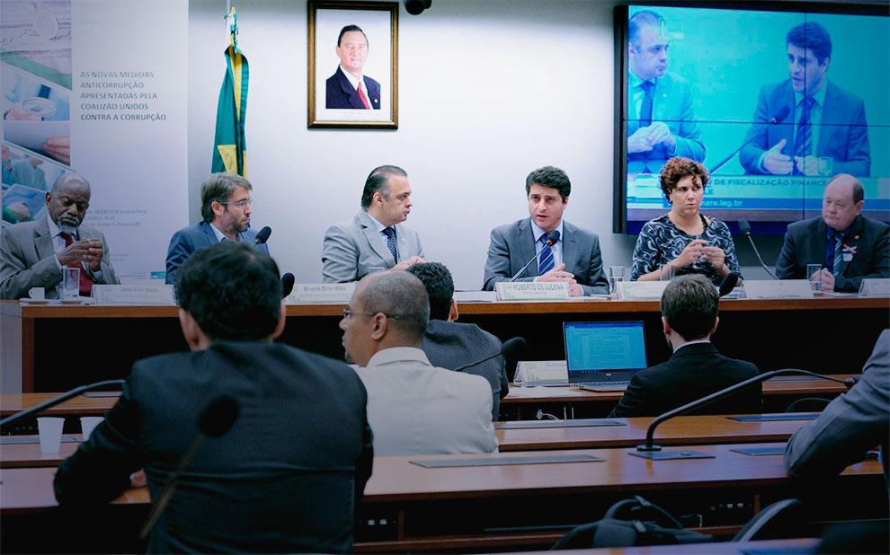 Câmara dos Deputados debate novo pacote anticorrupção