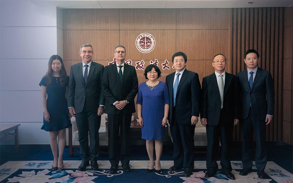 Professores participam de fórum internacional dos BRICS e estreitam relações com entidades na China