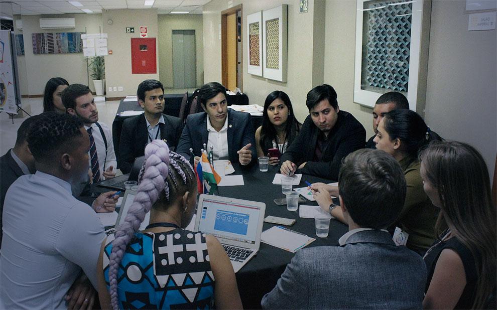 Líderes jovens de países do BRICS discutem empreendedorismo e novas tecnologias