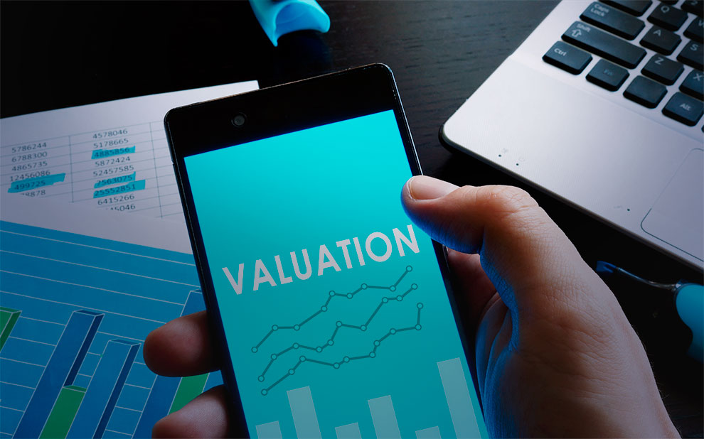 Interdisciplinary course addresses economic and legal aspects of company valuations