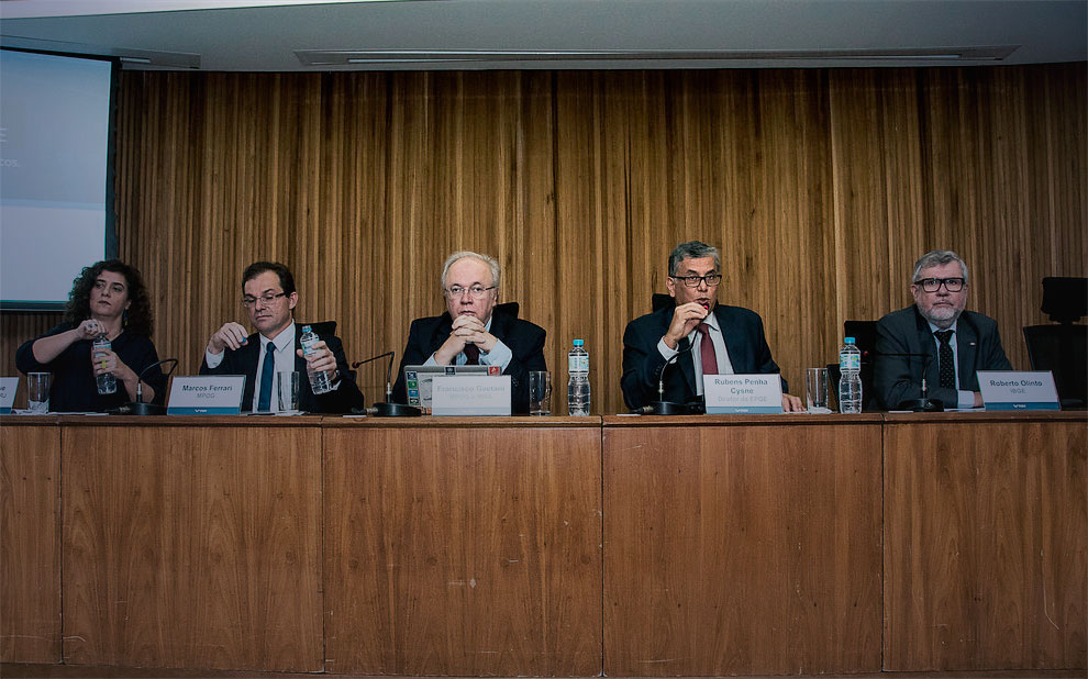 Impact of Brazil's fiscal crisis on public services is discussed at event