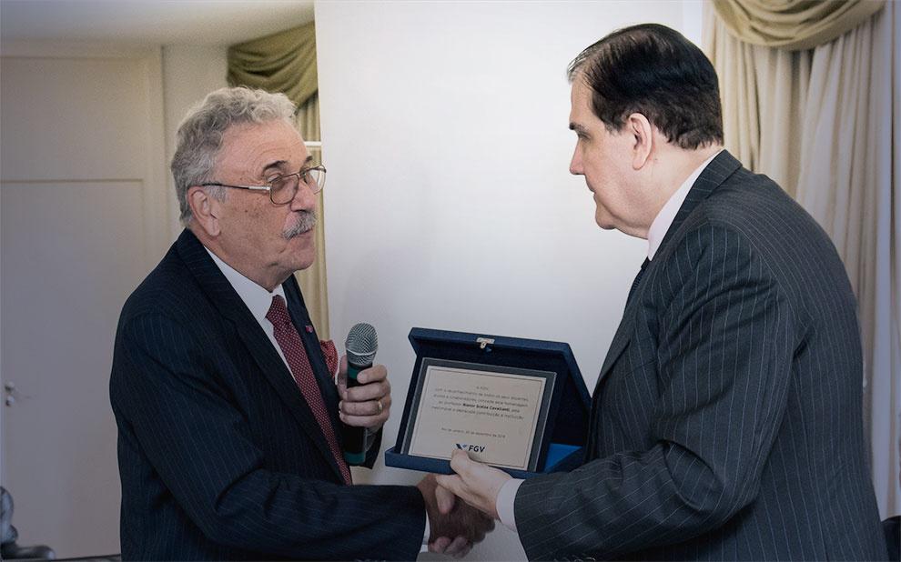 FGV homenageia professor Bianor Cavalcanti por sua contribuição acadêmica