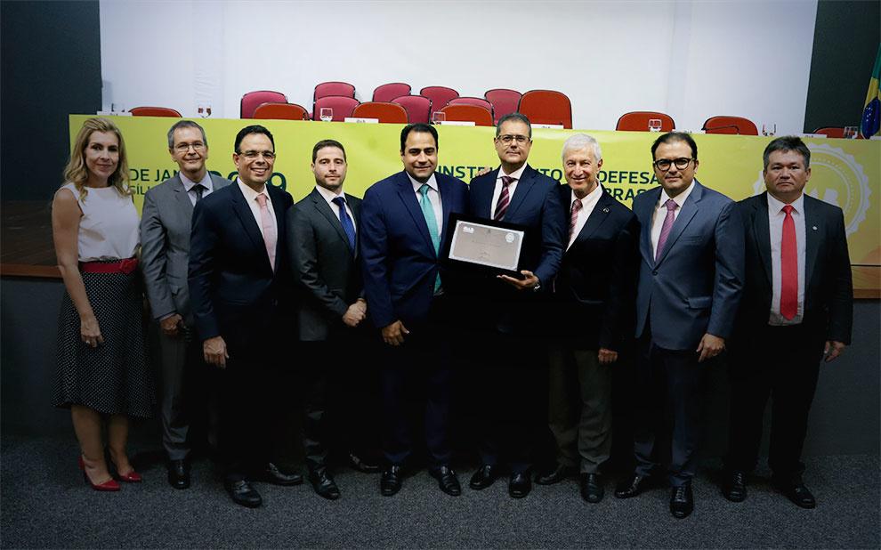 Excelência reconhecida: Cursos de Direito da FGV recebem selo OAB Recomenda