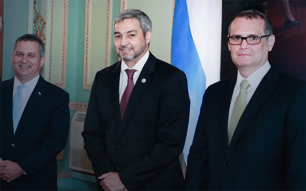 President of Paraguay receives FGV's International Deputy Director