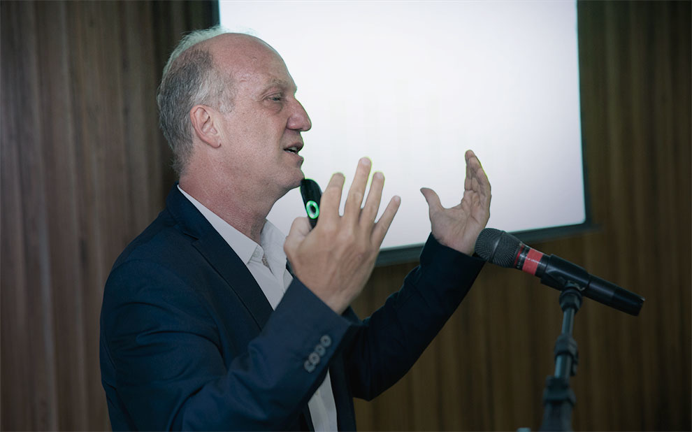 Marcelo Neri holds a lecture on inclusive and sustainable development for administration students