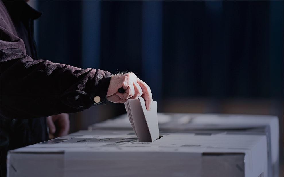 Autor de 'Como as democracias morrem' participa de webseminário da FGV