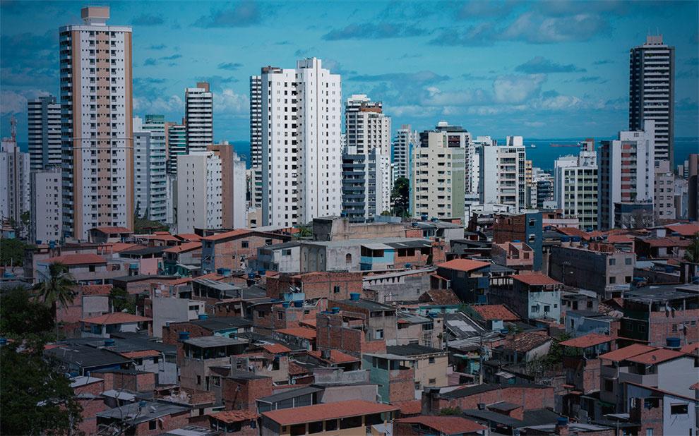 Pobreza e desigualdade aumentaram nos últimos 4 anos no Brasil, revela estudo