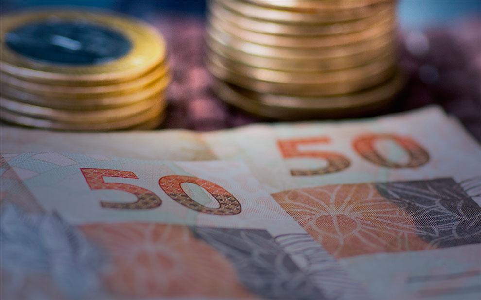 Economia em ritmo lento e desemprego alto: especialistas debatem terceiro trimestre e perspectivas para o ano