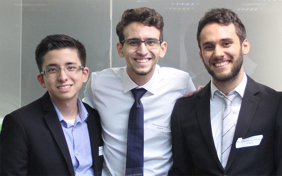 Alunos da FGV EESP vencem competição de cases sobre acesso à internet no Brasil