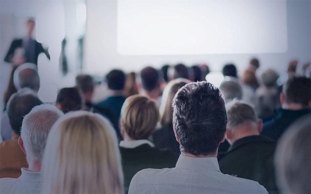 Scholars discuss relationship between dictatorship and business community at seminar