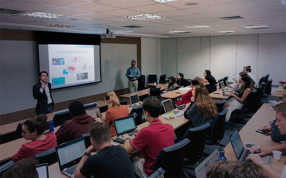 Diretor da Fiocruz palestra sobre sistema de saúde brasileiro a alunos de programa de intercâmbio