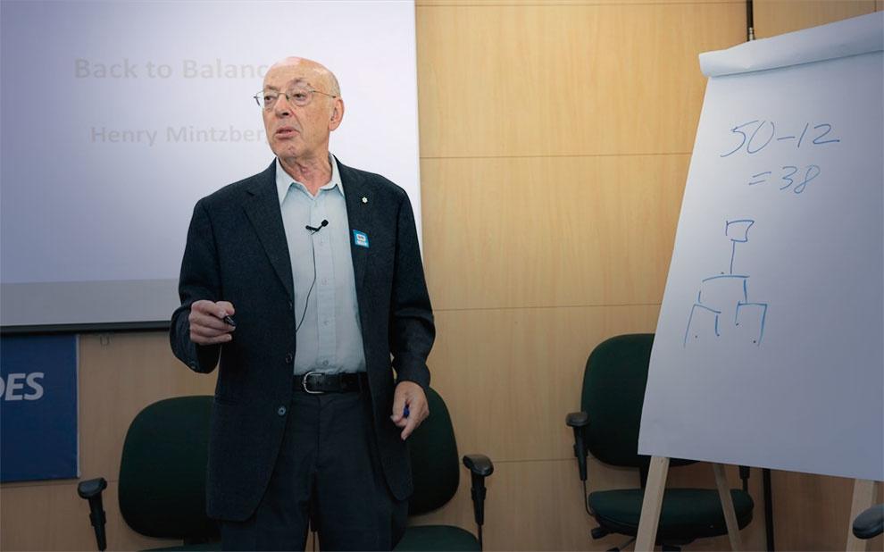 Professor de renome internacional abre último módulo de programa de liderança do BNDES