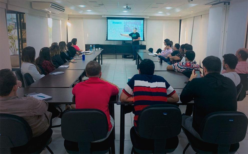 Seminário aborda desafios profissionais de um mercado orientado a dados