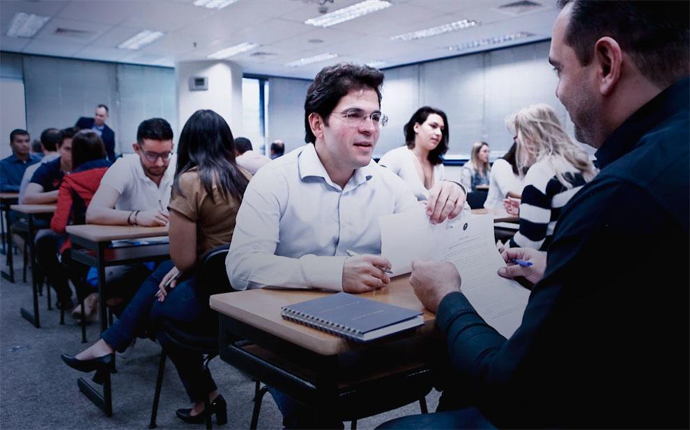 Workshop capacita gestores e executivos para lidar com negociações em situações complexas