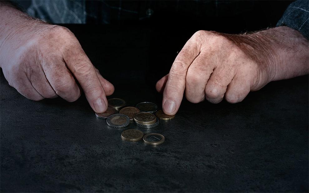 Inflação para famílias de baixa renda recua em novembro