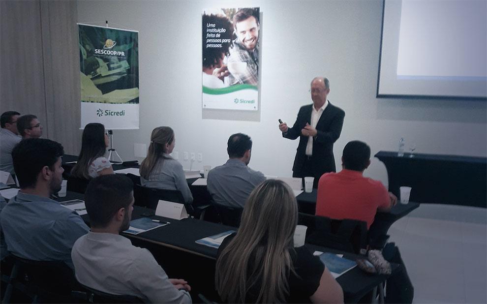 Cerimônia marca encerramento de primeira turma de educação corporativa em parceria com Sicredi