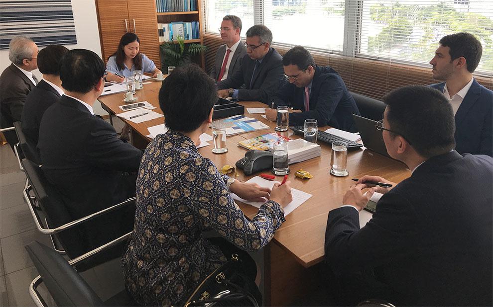 Reunião com membros do Conselho de Estado da China discute novas iniciativas de cooperação