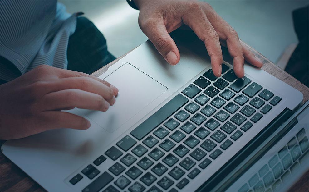 Novo livro analisa se termos de uso em plataformas online respeitam direitos humanos