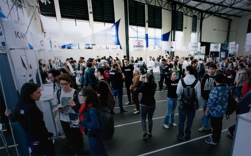 FGV promove encontro de alunos com grandes empresas em São Paulo