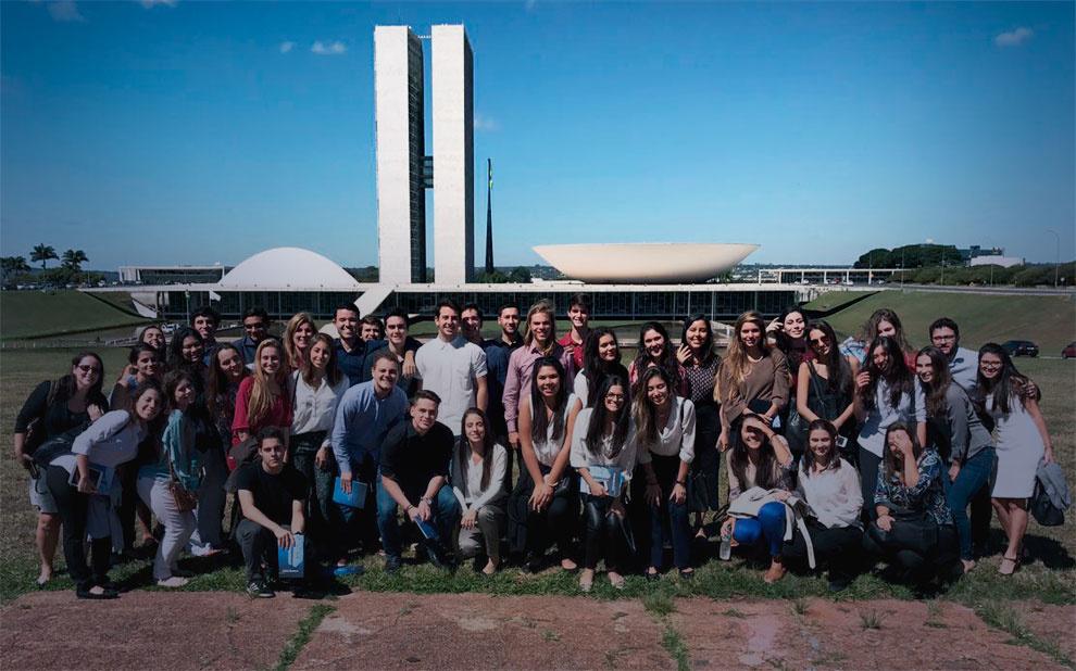 EBAPE promove aula prática de administração pública em Brasília