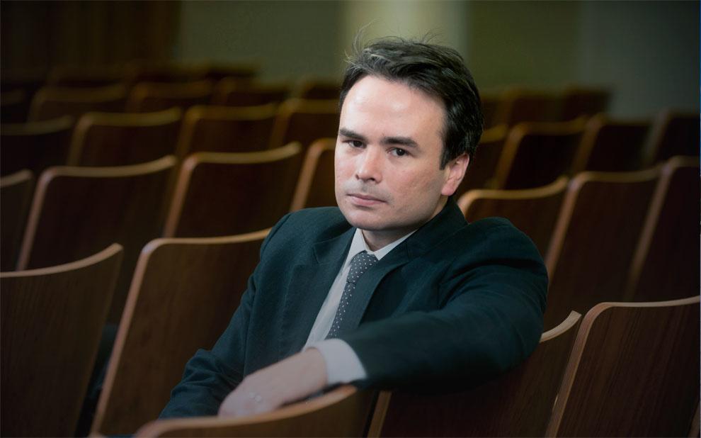 Professor da Direito Rio pesquisa comportamento de tribunais constitucionais na New York University