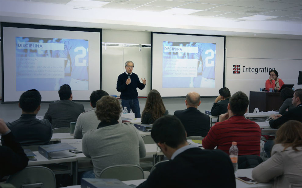 Successful Brazilian businessman inspires careers of young executives during FGV lecture