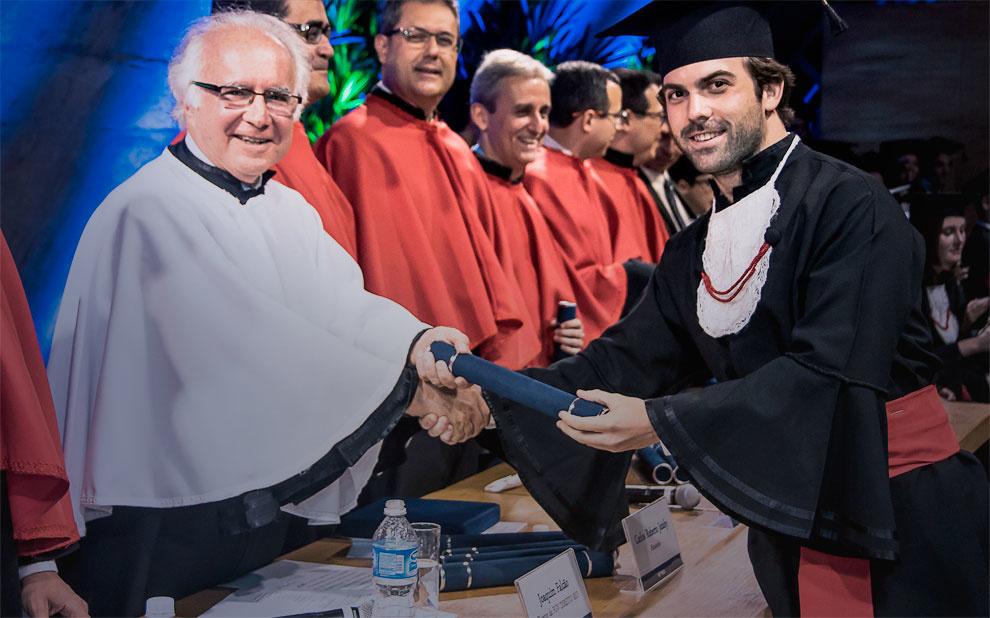 Programa de dupla graduação da Direito Rio e EBAPE forma primeiro aluno