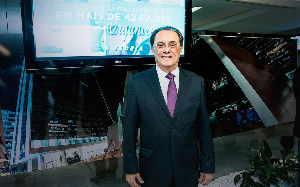 FGV homenageia professor Paulo Motta pelos 50 anos dedicados ao magistério